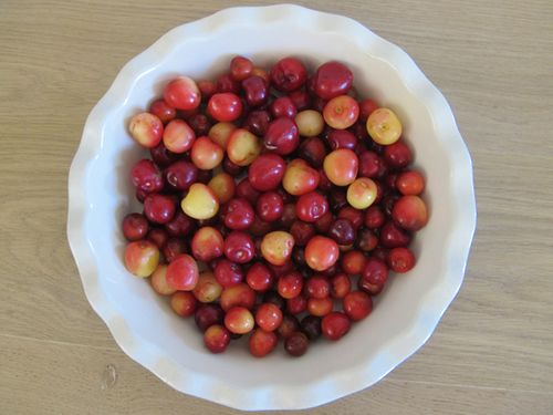 Cherries in the dish